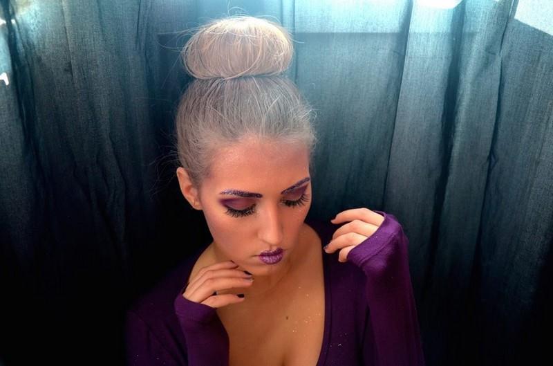 Třpytivé fialové líčení