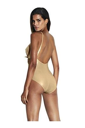 5aed2034141 Chcete krásné dámské plavky za skvělou cenu  Právě nyní je ten nejlepší čas  k nákupu. Letní výprodej je totiž v plném proudu a letošní modely stojí  opravdu ...